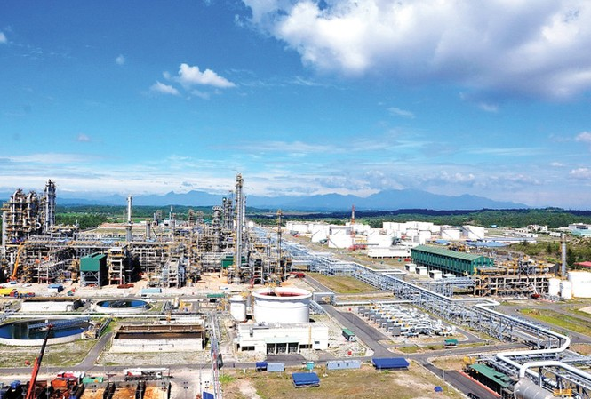 Toàn cảnh nhà máy Nhiên liệu sinh học Dung Quất (Bio Ethanol Dung Quất) Ảnh: anh Tuấn