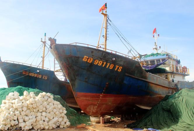 Tàu sắt đánh cá theo nghị định 67, nằm bờ  Ảnh: Hồng Vĩnh