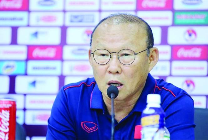 HLV Park Hang Seo thấy được sự quyết tâm trong ánh mắt các tuyển thủ Việt Nam trước trận gặp Thái Lan trên sân Mỹ Đình tối nay  ảnh: MẠNH THẮNG