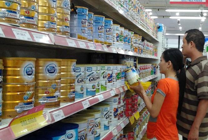 Với những người chỉ biết chỉ trích, vùi dập vô căn cứ, hẳn họ chỉ muốn triệt hạ sản phẩm sữa Việt để thị trường chỉ còn là sữa ngoại khuấy đảo về giá như từng xảy ra