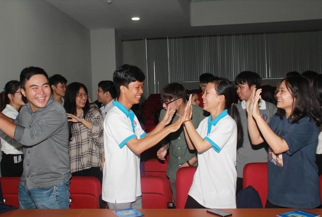 Các sinh viên tham gia buổi giao lưu  Ảnh: NGÔ TÙNG
