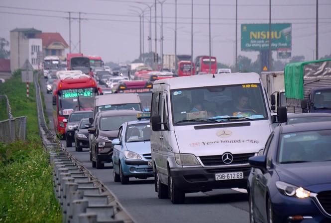 Cao tốc Pháp Vân - Ninh Bình ùn tắc dịp nghỉ lễ Ảnh: Nguyễn Hoàn