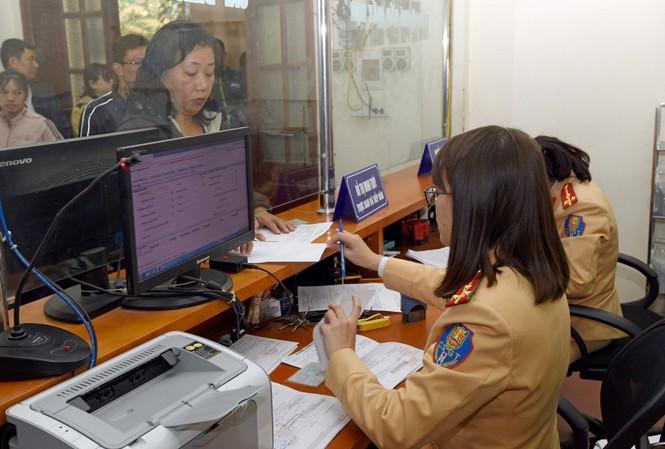 Theo Dự thảo Luật Giao thông đường bộ sửa đổi, người có bằng lái xe do Việt Nam cấp sẽ không phải đổi bằng lái quốc tế khi ra nước ngoài Ảnh: Như Ý