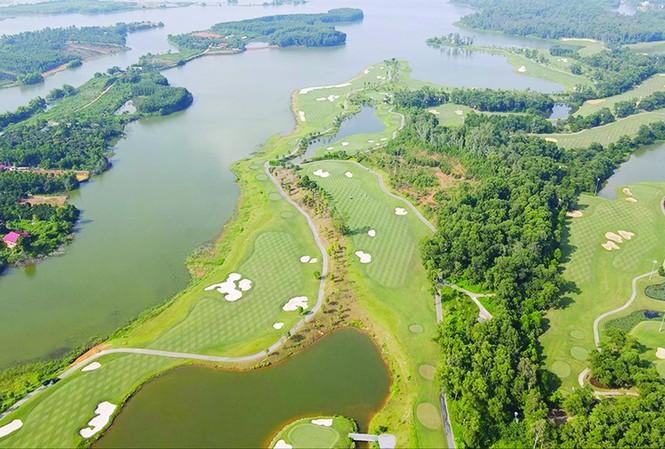 Sân golf Kings Course thuộc BRG Kings Island Golf Resort (Đồng Mô, Sơn Tây, Hà Nội)  ảnh: MẠNH THẮNG