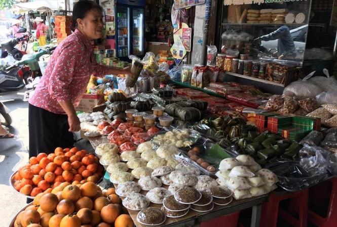 """Các sản phẩm """"nhà làm"""" tại chợ ở TPHCM. Ảnh: U.P"""