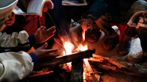 Các chuyên gia cảnh báo, tuyệt đối không dùng than củi để sưởi ấm trong phòng kín