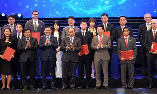 Thủ tướng gặp gỡ nhà đầu tư nước ngoài tại Hội nghị Tổng kết 30 năm thu hút FDI ảnh: Quang Hiếu