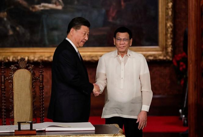 Tổng thống Philippines Rodrigo Duterte tiếp Chủ tịch Trung Quốc Tập Cận Bình tại Manila vào tháng 11/2018 Ảnh: Reuters