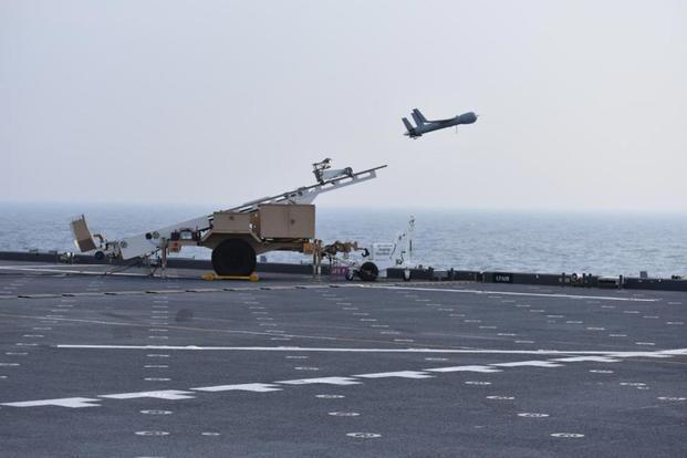 Drone ScanEagle được phóng đi từ tàu chiến Mỹ ảnh: US Navy