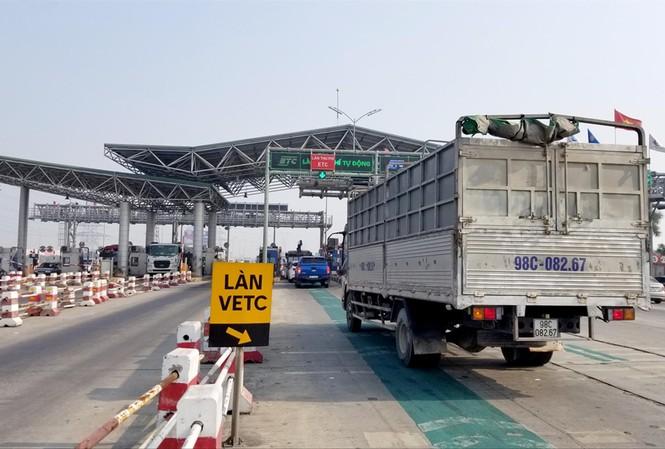 Còn nhiều trạm thu phí chưa triển khai thu phí tự động, Bộ GTVT phải xin Thủ tướng gia hạn thêm 1 năm Ảnh: Phạm Thanh