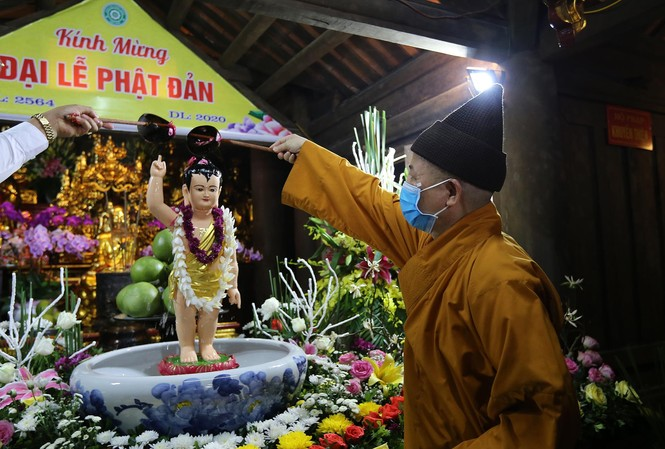 Nghi thức tắm Phật truyền thống tại chùa Hoa Yên, Yên Tử Ảnh: KỲ SƠN