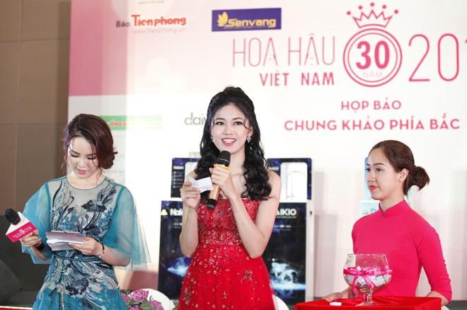 Á hậu Ngô Thanh Thanh Tú dẫn chương trình tại sự kiện họp báo chung khảo phía Bắc Hoa hậu Việt Nam 2018. Ảnh: như ý