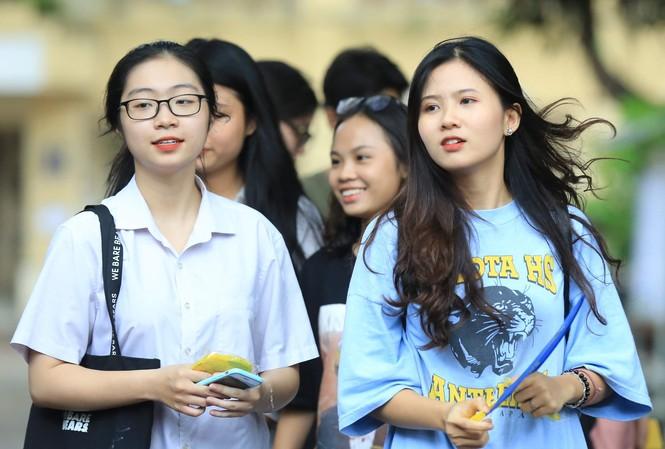 Theo phân phối chương trình của Bộ GD&ĐT hiện nay, mỗi tuần học sinh lớp 12 chỉ học 3 tiết tiếng Anh trong trường THPT