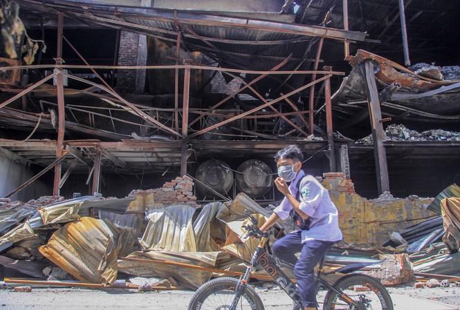 Vụ hỏa hoạn tại nhà máy của Công ty Rạng Đông là sự cố môi trường cực kỳ nghiêm trọng ảnh: Duy Phạm