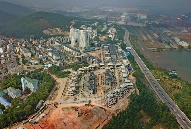 Dự án Phoenix Legend Hạ Long (phường Bãi Cháy) vẫn đang được xây dựng đã rao bán rầm rộ