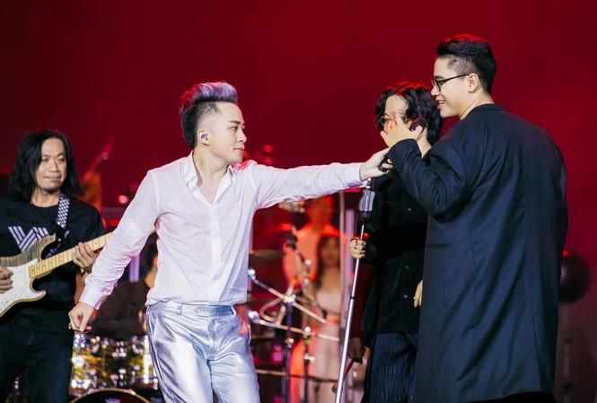 Tùng Dương mời nhiều nghệ sĩ trẻ hát cùng trong liveshow lần này Ảnh: Khánh Thành