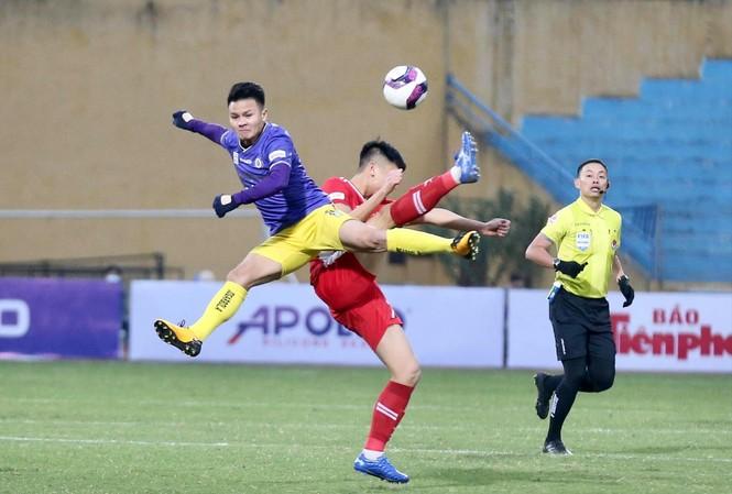 Quang Hải và đồng đội sẽ gặp không ít khó khăn ở LS V-League 2021 khi các đối thủ tăng cường lực lượng mạnh mẽ ảnh: NHƯ Ý