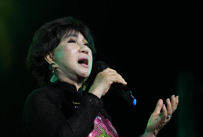 Lệ Thu trình diễn tại Nhà hát Lớn Hà Nội tháng 4/2017 ảnh: nguyễn mạnh Hà