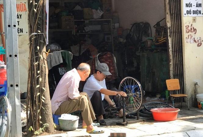 Người dân yêu cầu Công ty Rạng Đông bồi thường về vật chất và tinh thần và di dời cơ sở ra khỏi khu dân cư.