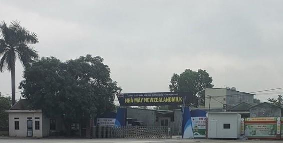 a nhà máy, dừng mọi hoạt động tổ chức tham quan, bán sữa cho người già ở thôn Năm Lu (Hòa Sơn, Lương Sơn).