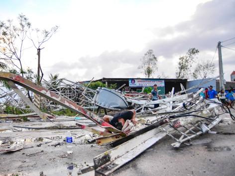 11 người chết và mất tích, hàng trăm người bị thương vì bão số 10
