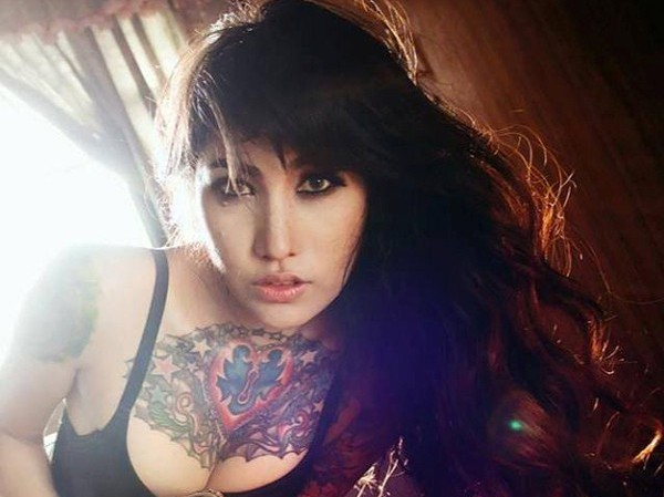 Hình xăm khủng của người mẫu nội y Thái