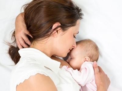 Trẻ em ngày nay bị cai sữa mẹ quá sớm