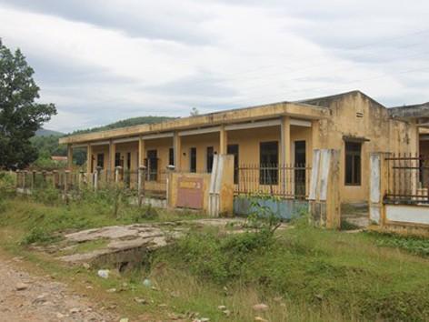 Khu nội trú tiền tỷ bỏ hoang