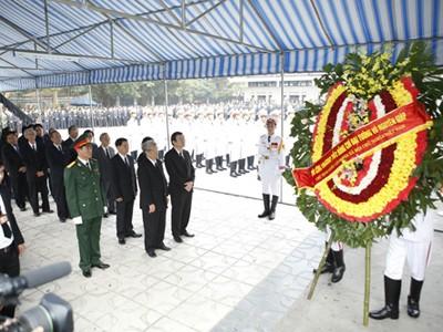Chủ tịch nước Trương Tấn Sang viếng Đại tướng