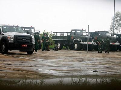 Đoàn xe tang lễ tại Quảng Bình diễn tập trong mưa