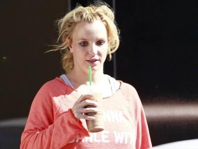 Britney Spears lại luộm thuộm trên phố