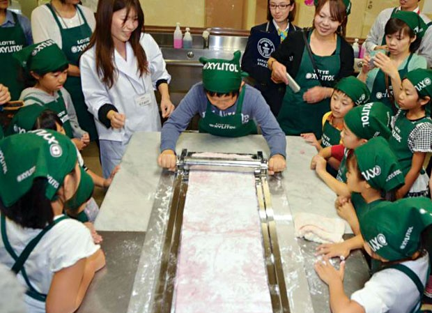 Miếng kẹo cao su lớn nhất thế giới do học sinh tiểu học làm