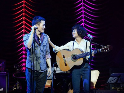 Không gian Âm nhạc hội tụ hai gương mặt nổi bật của nhạc Việt: Tùng Dương và Lê Cát Trọng Lý. Ảnh: Maika Elan