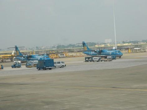 Sao không mở rộng sân bay Tân Sơn Nhất?