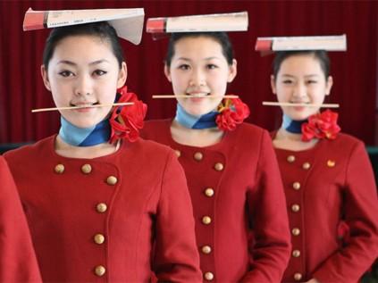 Vào 'lò' luyện tiếp viên hàng không Trung Quốc