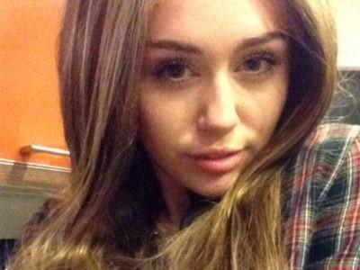 Miley Cyrus bất ngờ 'ngoan hiền'
