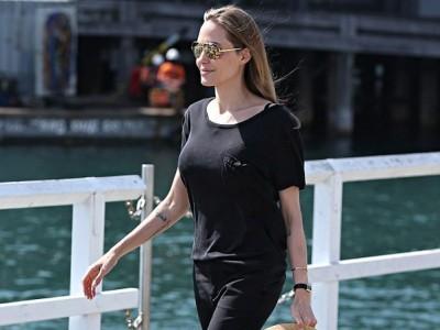 Angelina Jolie quyến rũ với hình xăm mới