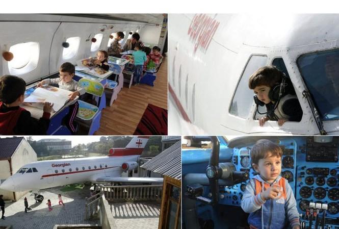 Lớp học trong máy bay