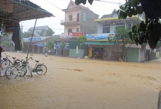 Hà Tĩnh: Lũ nhấn chìm 3 huyện miền núi