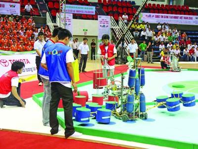 Một trong 4 đội tuyển robocon  của ĐH Duy Tân