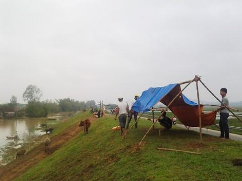 Người dân ven sông Lam chạy lụt  Ảnh: Phan Sáng