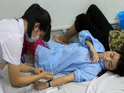 Thiếu úy Trần Thị Phương Thảo đang điều trị tại bệnh viện