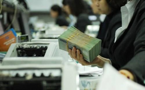 Mỗi người Việt gánh hơn 826 USD nợ công