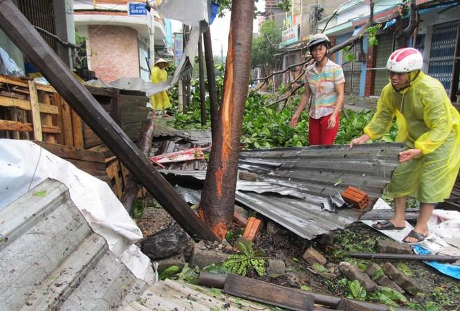 ẢNH NÓNG: Đà Nẵng quay cuồng trong siêu bão