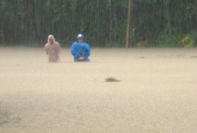 Quảng Nam: Một người bị nước lũ cuốn trôi