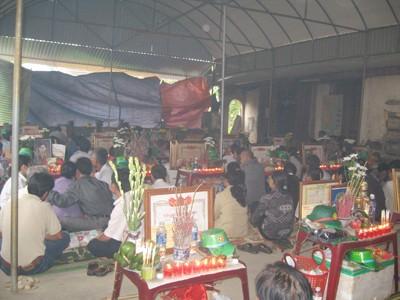 Ở Nghệ An xuất hiện nhiều người tự xưng là nhà ngoại cảm có khả năng tìm mộ liệt sĩ Ảnh: Phan Sáng