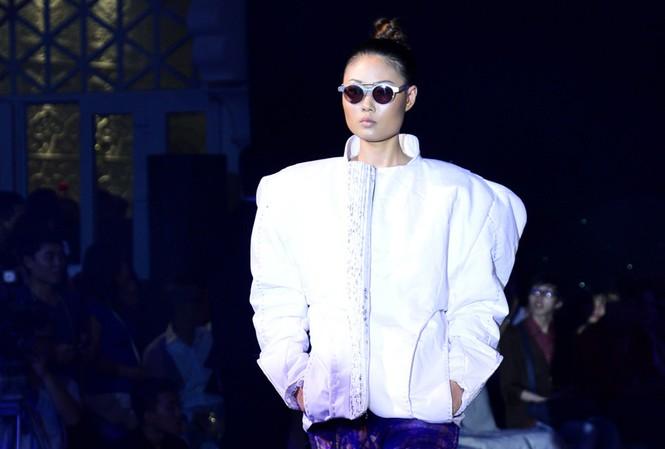 Mai Giang cực ngầu với kính phong cách Gangnam Style