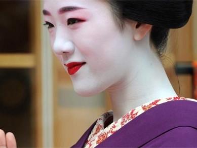Ngắm các nữ sinh geisha Nhật xuống phố