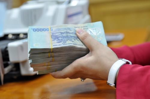 Không nên vay tiền ngân hàng qua trung gian