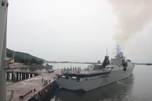Tàu hộ vệ tên lửa Đinh Tiên Hoàng và Lý Thái Tổ thăm Trung Quốc
